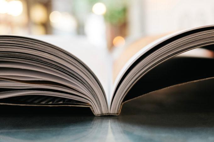 Kirja pöydällä