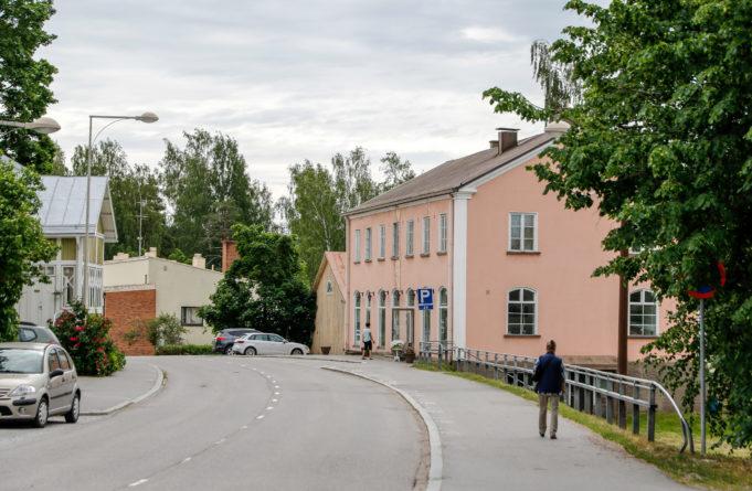 Niuhalanraitti Vihdin kirkonkylällä, kuva Kari Neuvonen, Vihdin Kameraseura