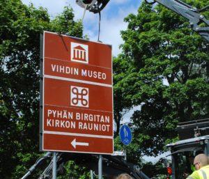 Vihdin museon opastekyltti Kirkkoniementien risteyksessä